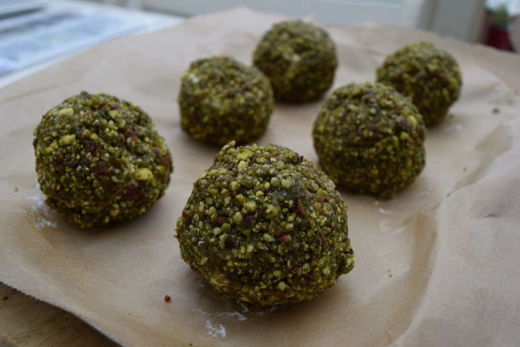 Goats-cheese-basil-pistachio-balls-recipe-lucyloves-foodblog