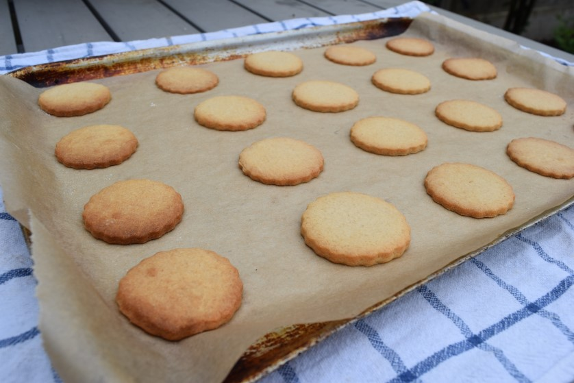 Golden-oreo-biscuits-recipe-lucyloves-foodblog