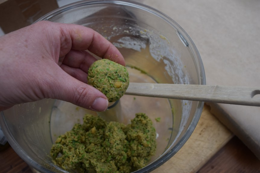 Pea-chickpea-falafel-recipe-lucyloves-foodblog
