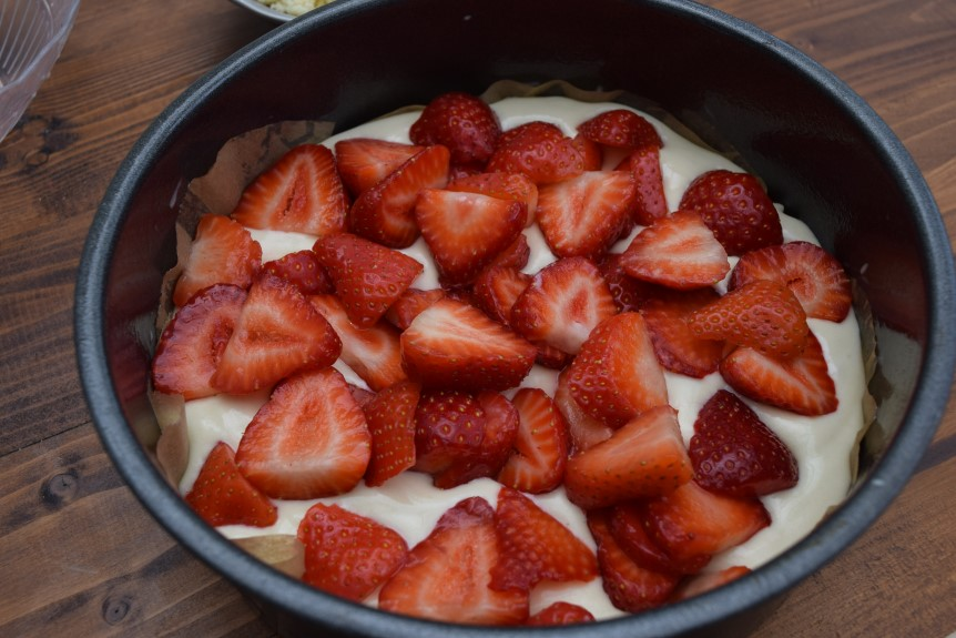 Fresh-strawberry-cake-recipe-lucyloves-foodblog