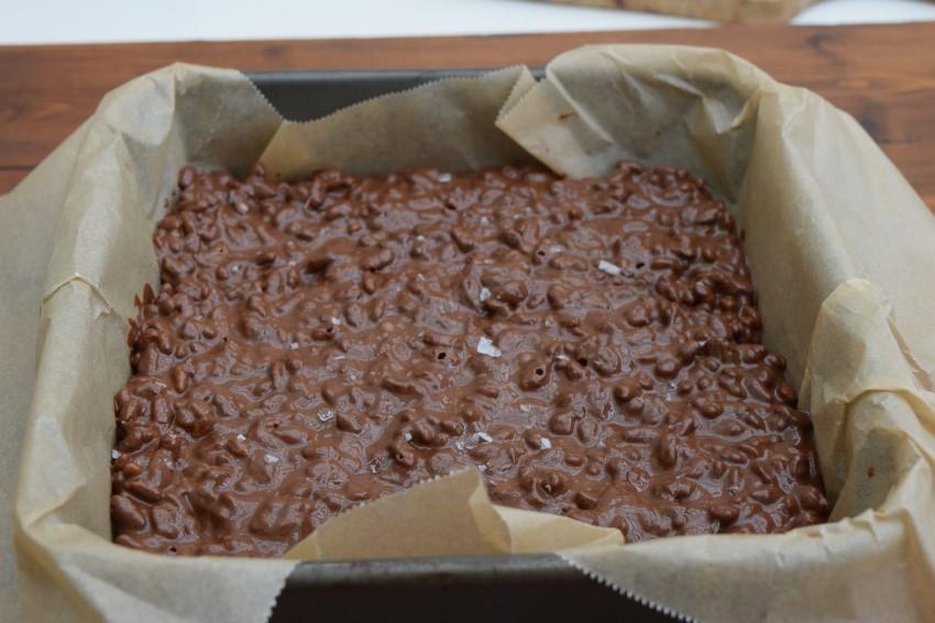 Sea-salt-krispie-chocolate-slab-recipe-lucyloves-foodblog