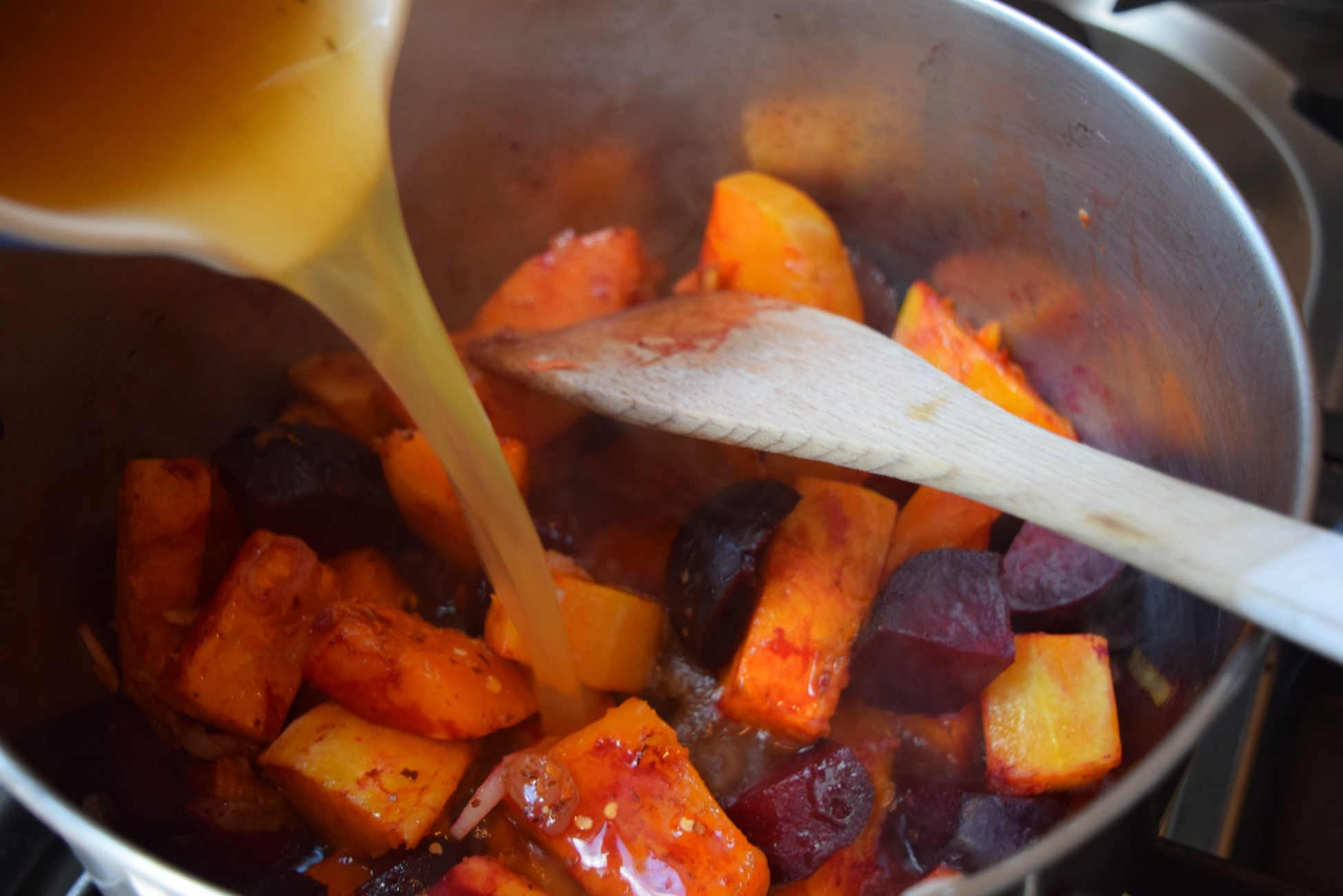 Beetroot-butternut-soup-recipe-lucyloves-foodblog