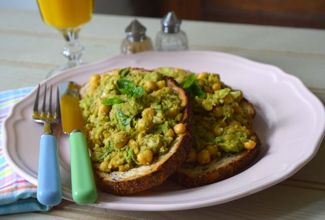 Avocado-chickpea-basil-toasts-recipe-lucyloves-foodblog