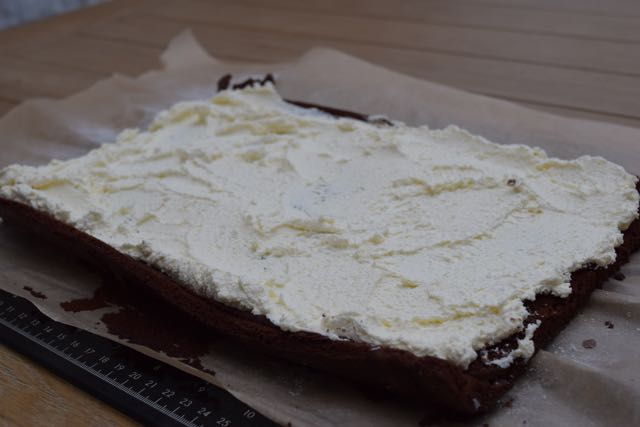 Chocolate-yule-log-recipe-lucyloves-foodblog