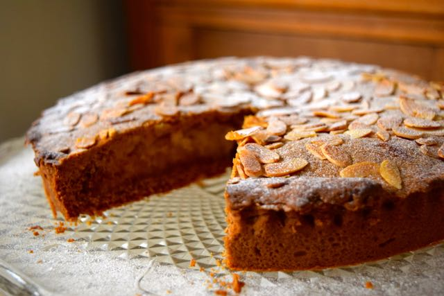 Winter-spiced-marzipan-slice-recipe-lucyloves-foodblog