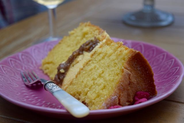 Rhubarb-custard-cake-recipe-lucyloves-foodblog