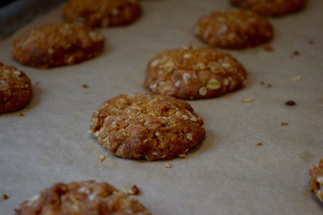 Anzac-biscuits-recipe-lucyloves-foodblog