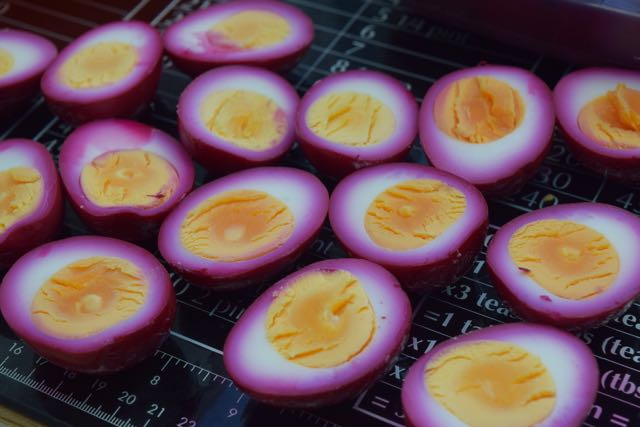 Beetroot-devilled-eggs-recipe-lucyloves-foodblog