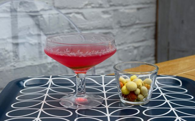 Cosmopolitan-cocktail-recipe-lucyloves-foodblog