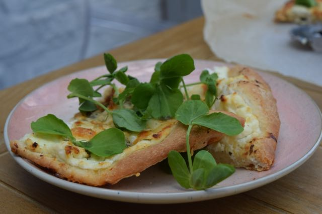 No-knead-white-pizza-recipe-lucyloves-foodblog