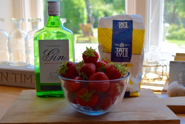 Homemade-strawberry-gin-recipe-lucyloves-foodblog