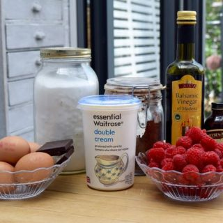 Raspberry-chocolate-pavlova-recipe-lucyloves-foodblog