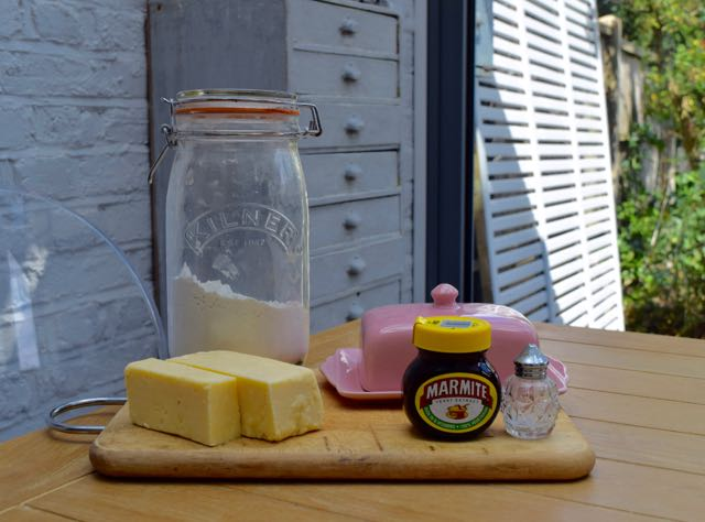 Cheesy-marmite-biscuits-recipe-lucyloves-foodblog