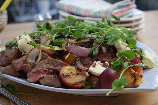 Steak-roasted-peach-summer-salad-recipe-lucyloves-foodblog