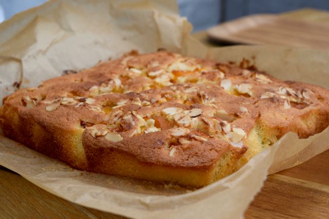 Easy-apricot-frangipane-slice-recipe-lucyloves-foodblog