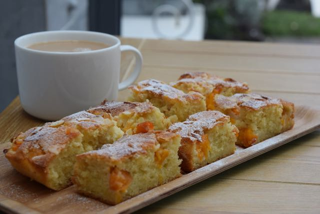 Easy-apricot-frangipane-recipe-lucyloves-foodblog