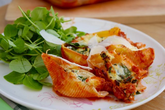 Spinach-three-cheese-stuffed-shells-recipe-lucyloves-foodblog