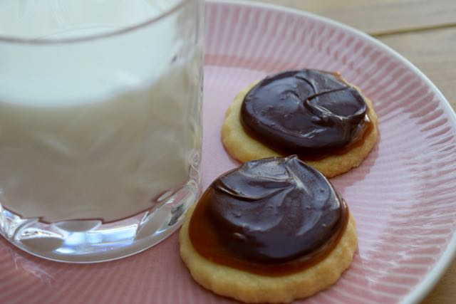 Chocolate-Caramel-Twix-style-recipe-lucyloves-foodblog