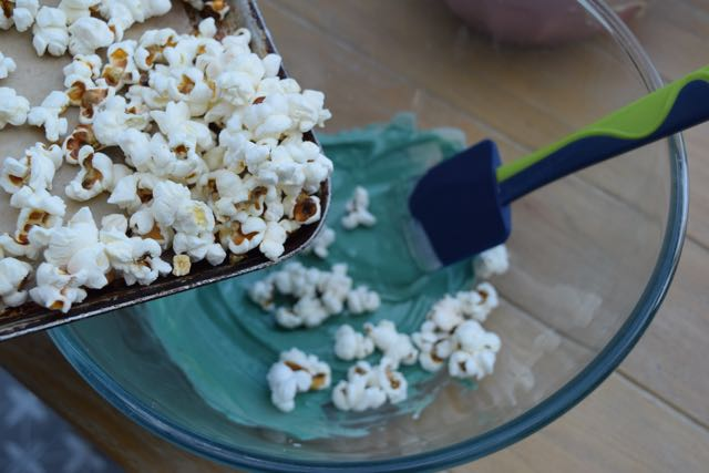Spooky-white-chocolate-popcorn-recipe-lucyloves-foodblog