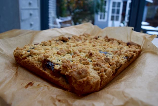 Mincemeat-crumble-slice-recipe-lucyloves-foodblog