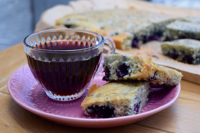 Blueberry-muffin-tray-bake-recipe-lucyloves-foodblog