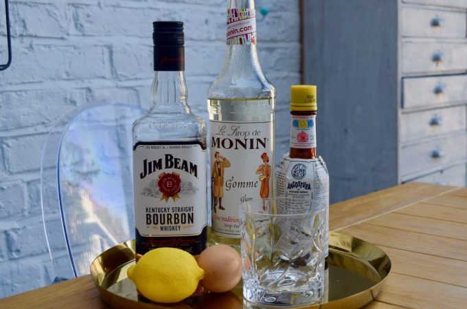 Classic-whiskey-sour-recipe-lucyloves-foodblog
