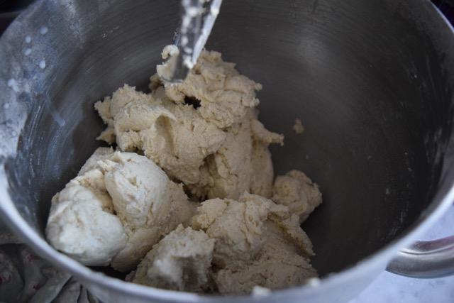 Easy-cinnamon-bun-recipe-lucyloves-foodblog