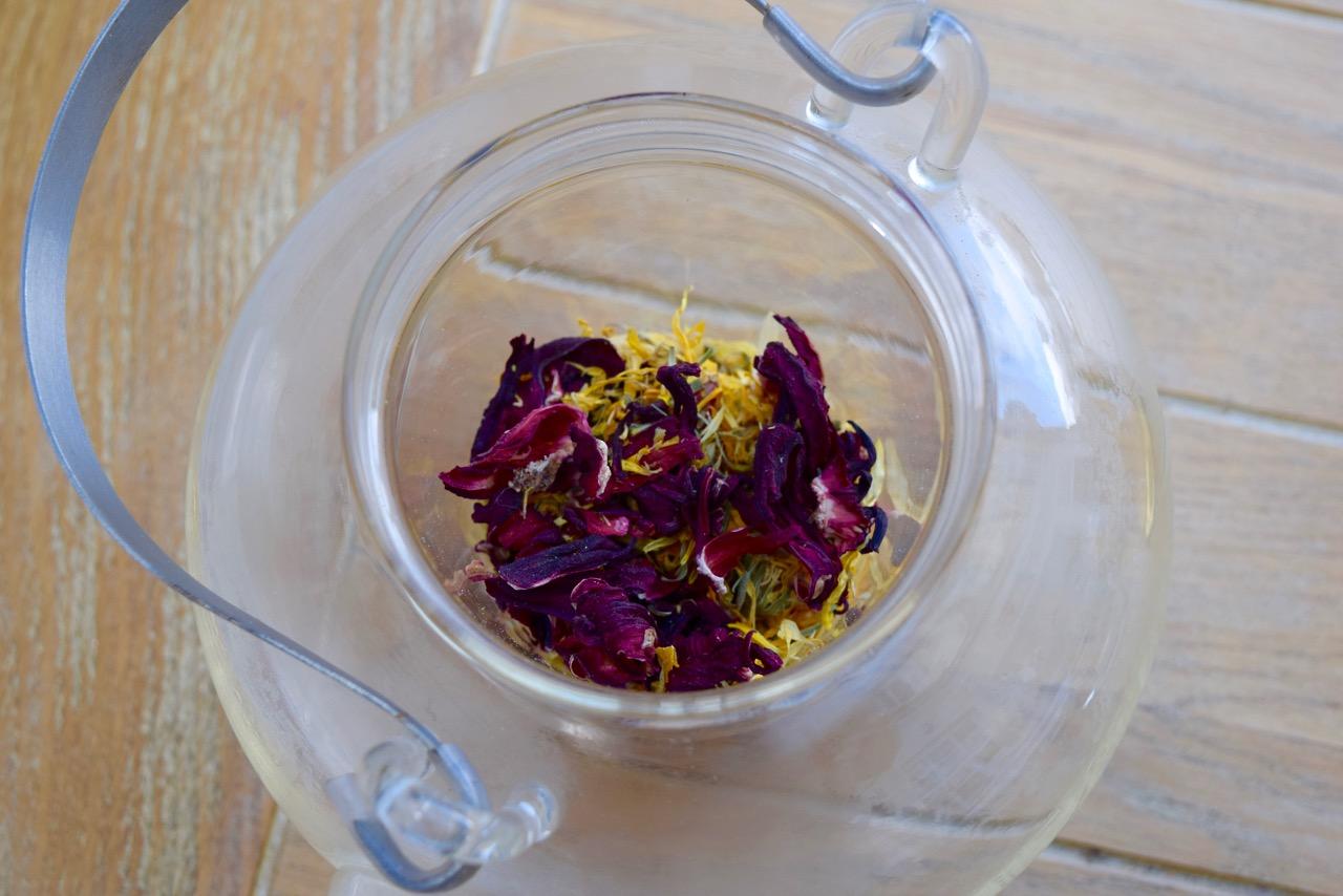 Hibiscus-calendula-tea-recipe-lucyloves-foodblog