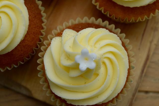 Lemon-elderflower-cupcakes-recipe-lucyloves-foodblog