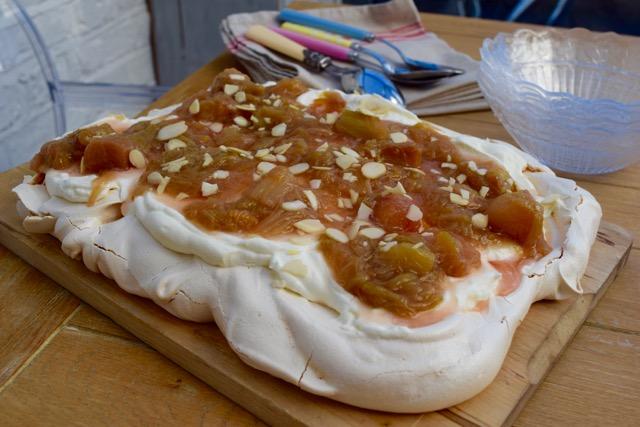 Rhubarb-meringue-tray-bake-recipe-lucyloves-foodblog