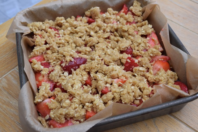 Strawberry-oat-bar-recipe-lucyloves-foodblog