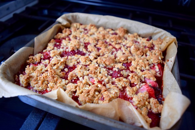 Strawberry-oat-bars-recipe-lucyloves-foodblog
