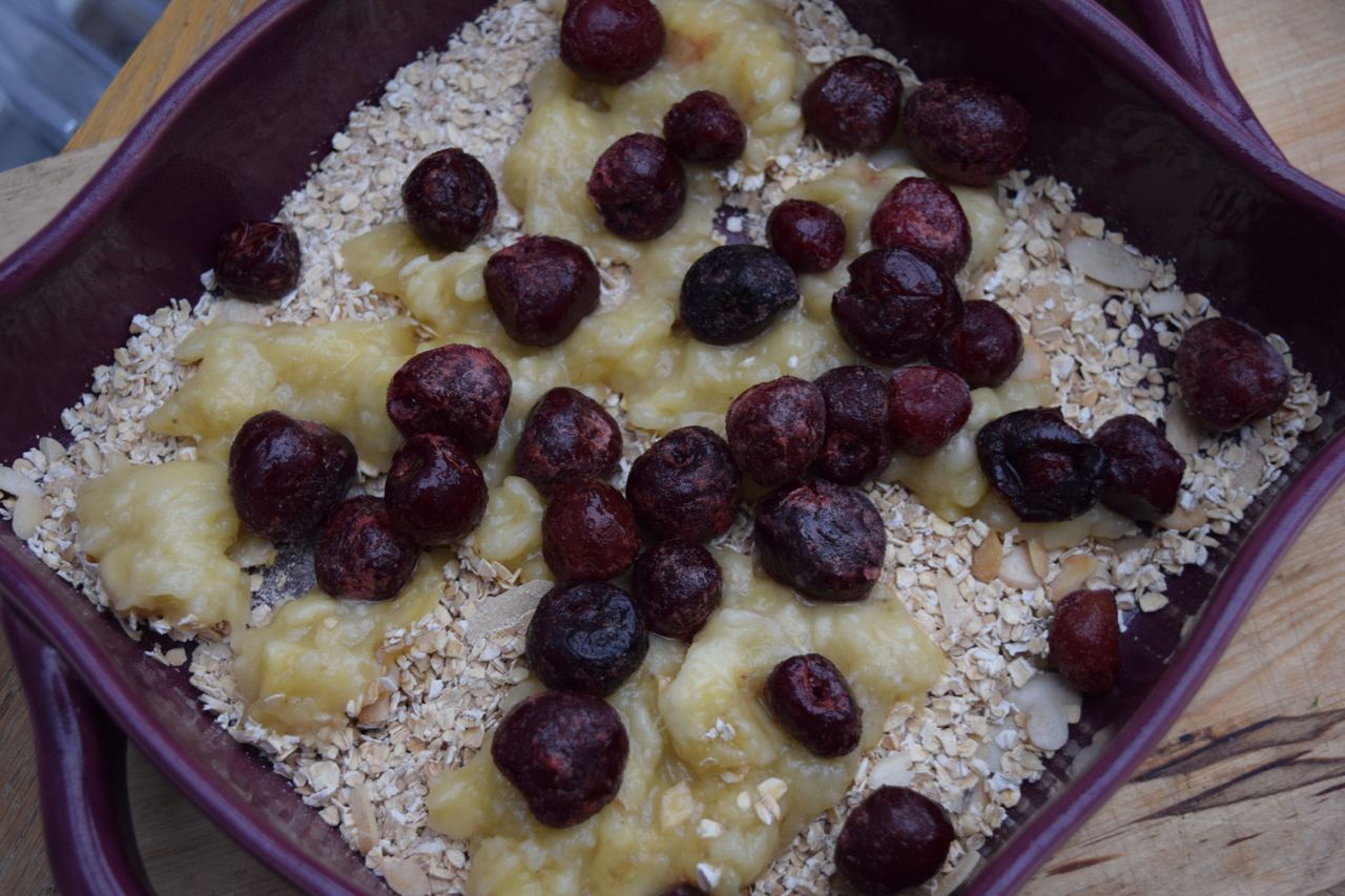 Banana-berry-baked-porridge-recipe-lucyloves-foodblog