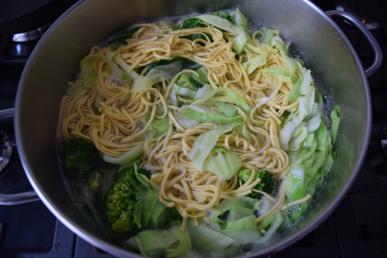Simple-hangover-noodles-recipe-lucyloves-foodblog