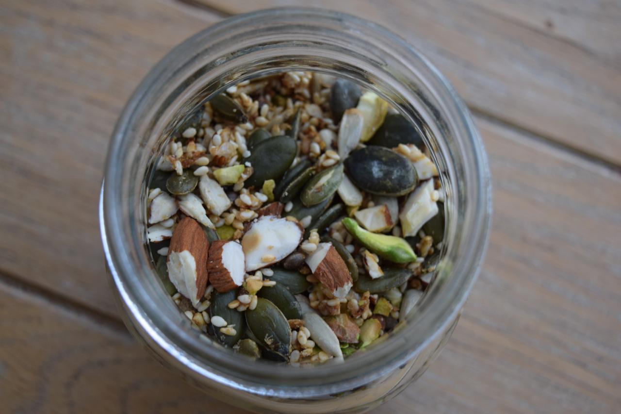 EasiYo-yoghurt-nut-seed-breakfast-bowl-recipe-lucyloves-foodblog