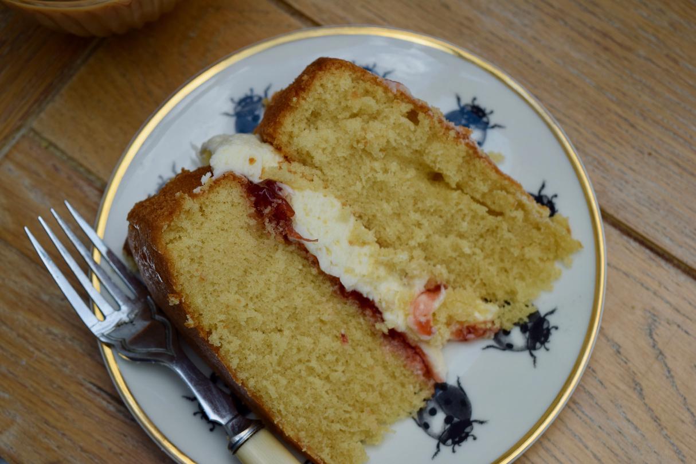 Classic-victoria-sponge-recipe-lucyloves-foodblog