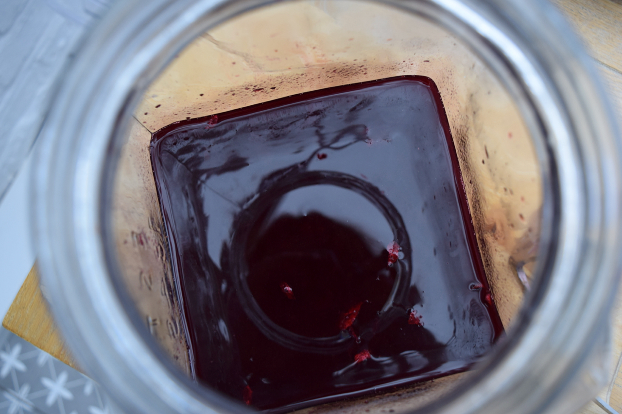 Homemade-blackberry-liqueur-recipe-lucyloves-foodblog