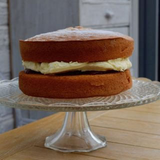 Victoria-sponge-recipe-lucyloves-foodblog
