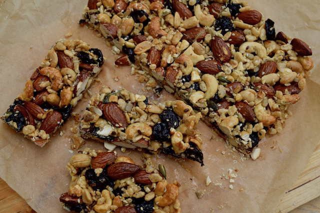 homemade-fruit-nut-kind-bars-recipe-lucyloves-foodblog
