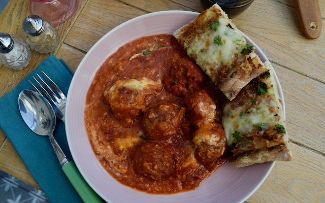 One Pot Meatballs with the best Cheesy Garlic Bread