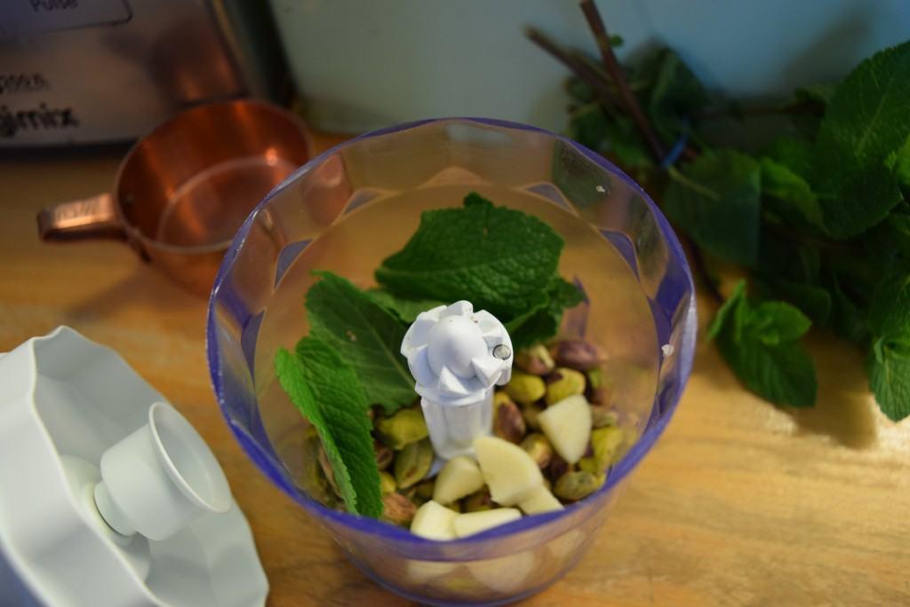 Pistachio-mint-pesto-pasta-lucyloves-foodblog