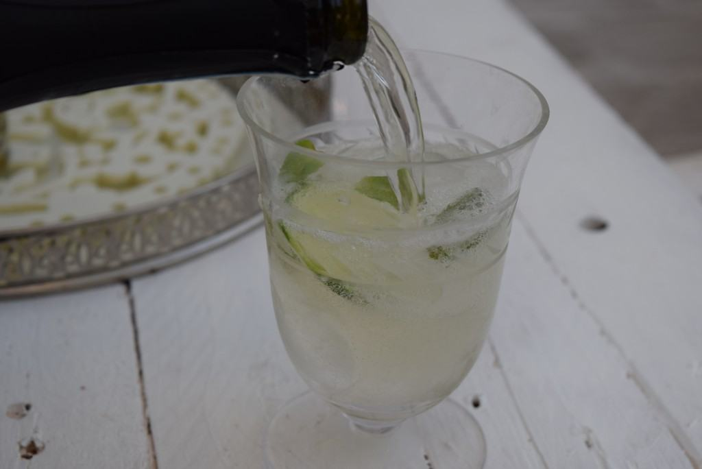 Elderflower-prosecco-cocktail-lucyloves-foodblog