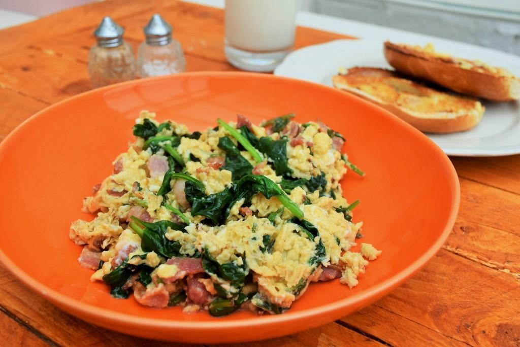 Bacon-spinach-scramble-lucyloves-foodblog