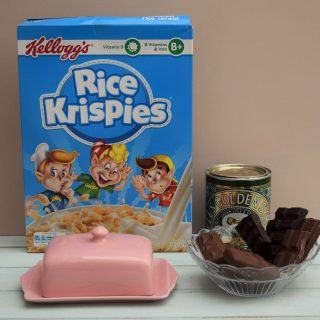 Mars-bar-krispie-slab-recipe-lucyloves-foodblog