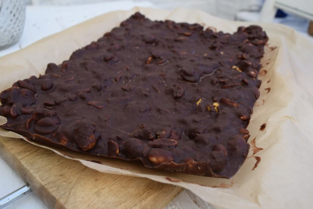 Chocolate-peanut-crunchie-slab-lucyloves-foodblog