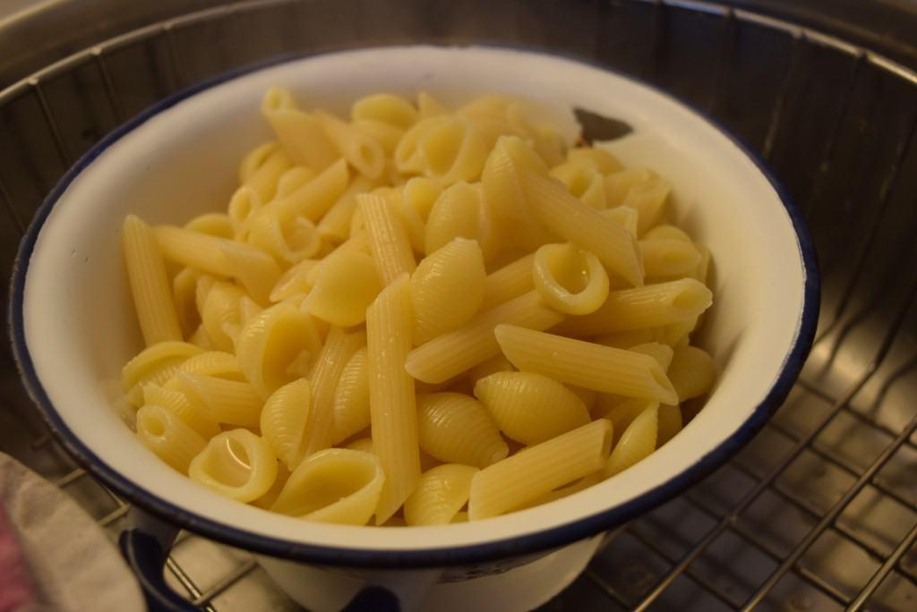 Avocado-tomato-basil-pasta-lucyloves-foodblog
