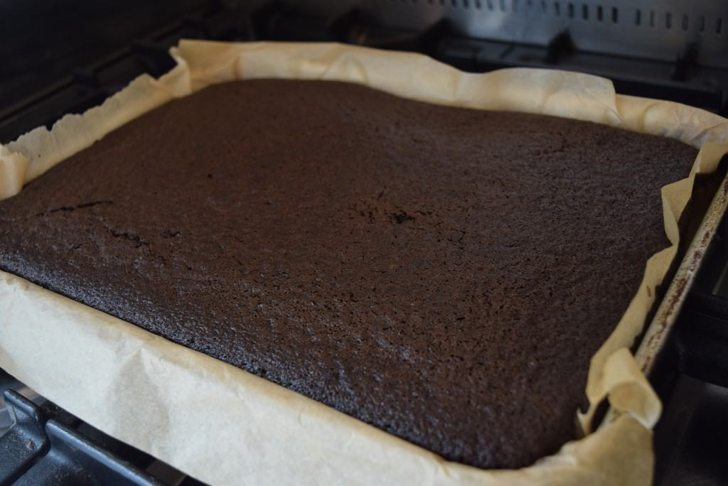 One-bowl-chocolate-sheet-cake-lucyloves-foodblog
