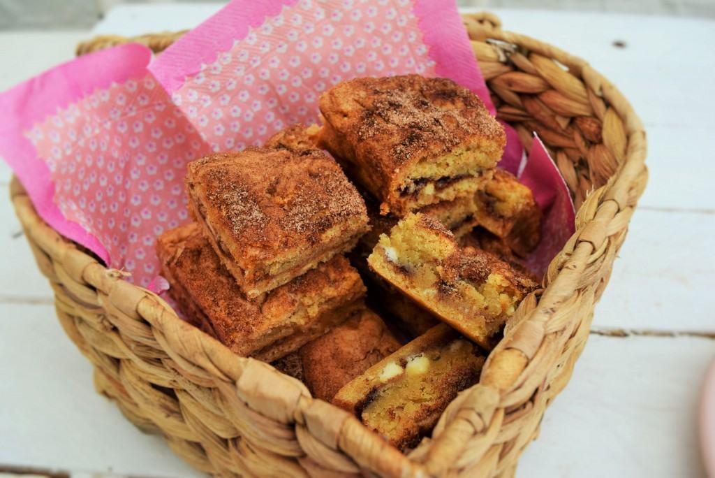 White-chocolate-cinnamon-blondie-lucyloves-foodblog