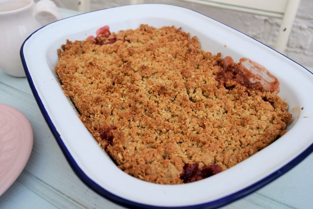 Strawberry-crumble-lucyloves-foodblog