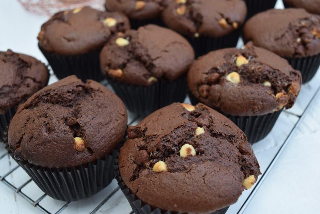 Very-chocolatey-muffins-foodblog